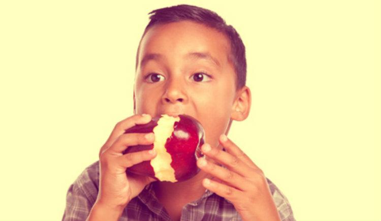 Comer manzanas bueno para los dientes burgos